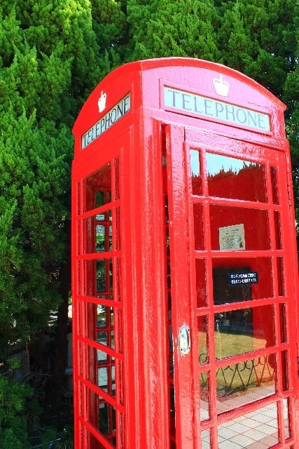 綺麗な公衆電話で電話する夢