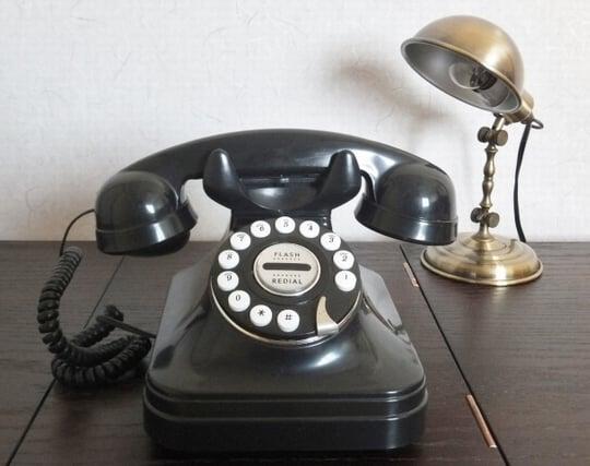 黒い電話機が印象的な夢