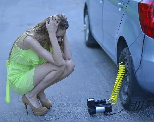 タイヤがパンクする夢