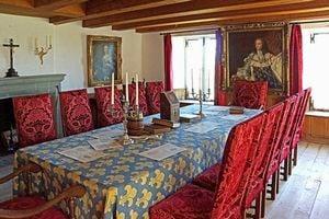 広く豪華な部屋の夢