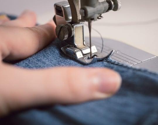 布地をミシンで縫う夢