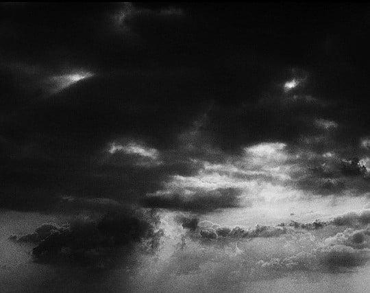 大きな影に覆われている夢