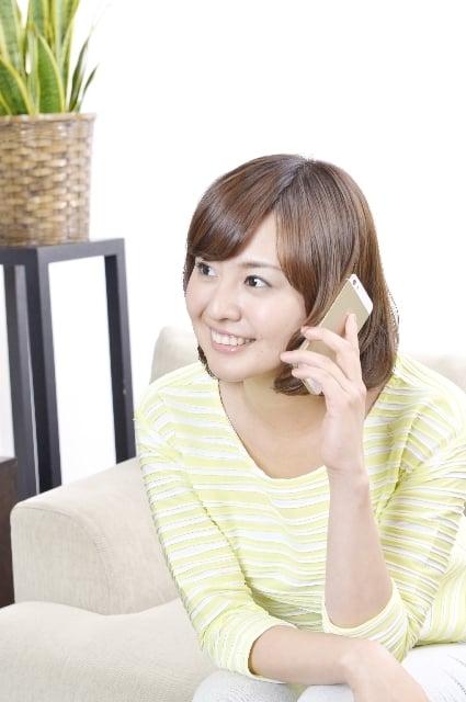 携帯電話で話がはずむ夢