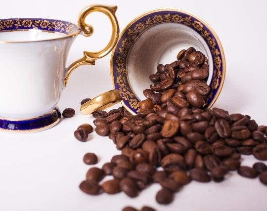 コーヒーを<strong>こぼす夢</strong>