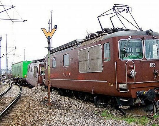 電車が脱線する夢