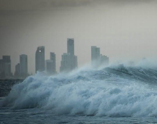 津波から逃げて高い所へ避難する夢