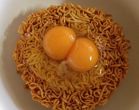 割った卵の黄身が双子の夢