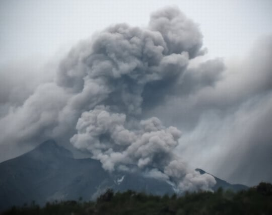 火山が噴火してモヤモヤが残る夢