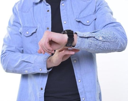 腕時計をつける夢
