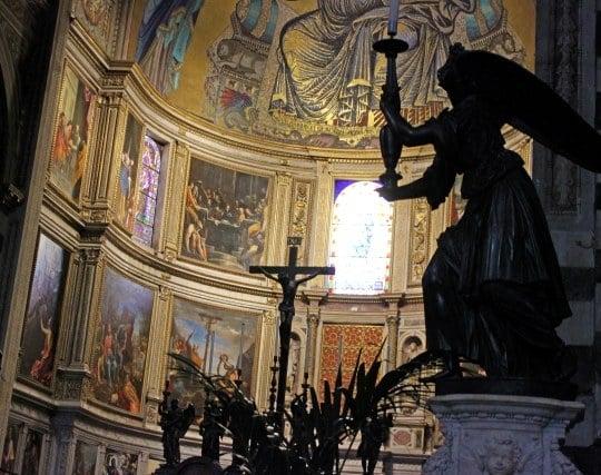 教会で祈りを捧げる夢