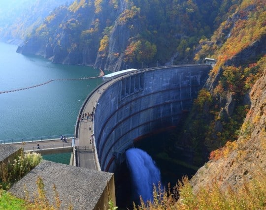 ダム全体を見渡している夢