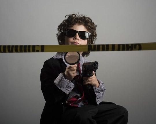 自分が探偵になって知人の秘密を探る夢
