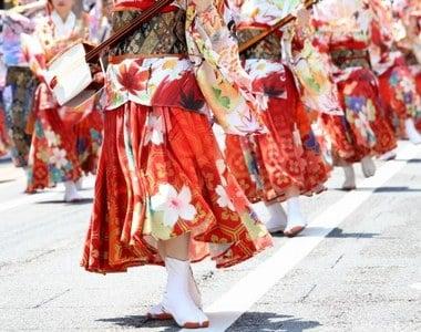 祭りで皆に合わせて踊る夢夢