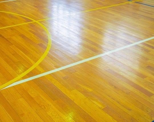 明るい体育館の夢