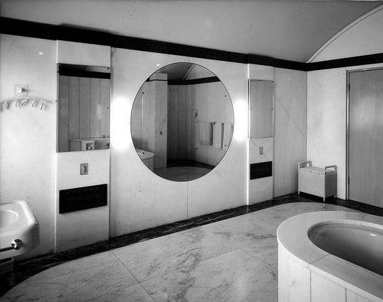 綺麗に磨かれた鏡の夢