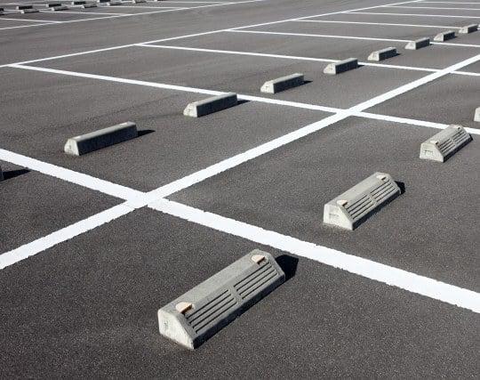駐車場が閑散としている夢