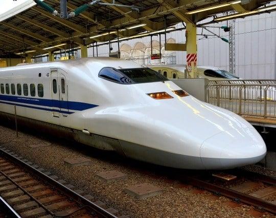 新幹線が目的地へ到着する夢