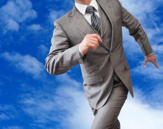 男物の背広やスーツを着てテキパキと仕事をこなす夢