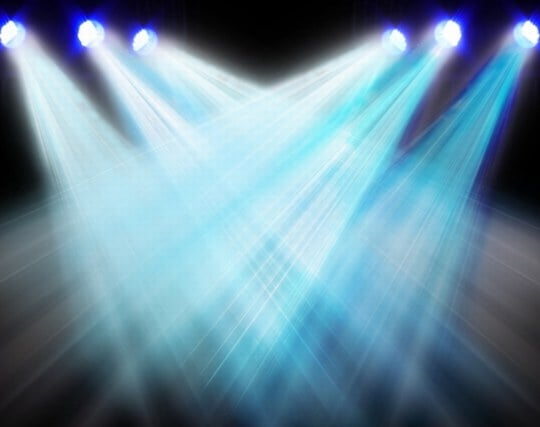 劇場でスポットライトを浴びている夢