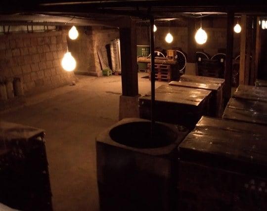 地下倉庫に下りて行く夢