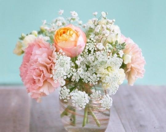 美しい花が生けてある花瓶の夢